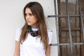 Модел бяла тениска 10