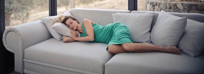 вредно спане на дивана
