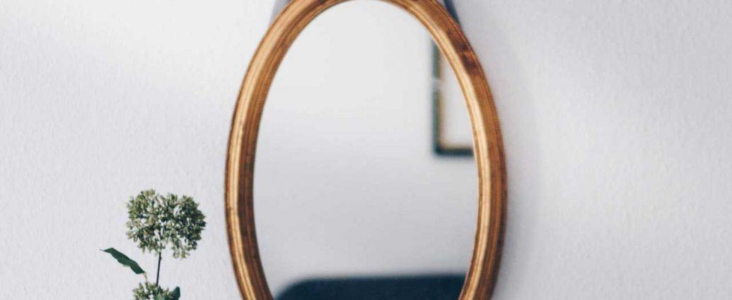 огледалце на стената