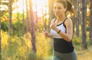 трениращо момиче