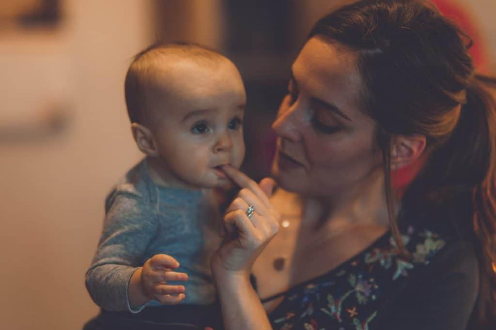 Първите зъбки на бебето ви растат? Ето 6 съвета за справяне с болката.