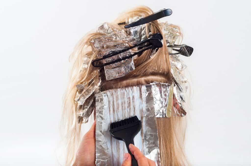 Научете пет домашни рецепти за премахване на боята от косата