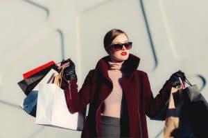 пазаруваащ жена